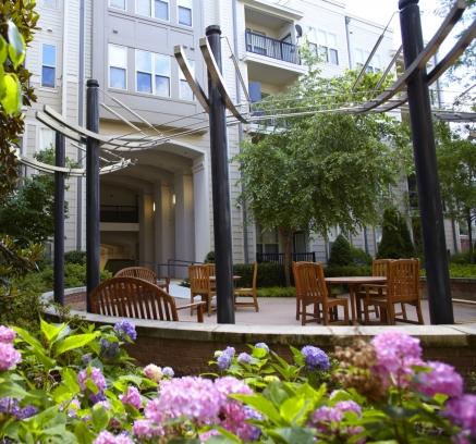Courtyard at Camden Fairfax Corner Apartments in Fairfax Virginia